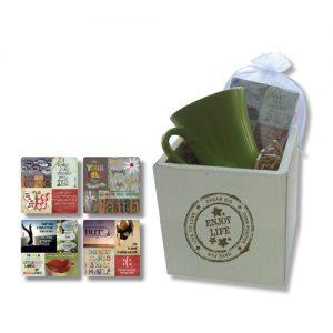 קופסת עץ עם ספל ו-4 תחתיות