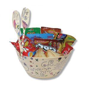 קערת סלט עם ממתקים לפורים
