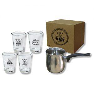 פינג'אן ו-4 כוסות קפה מעוצבות